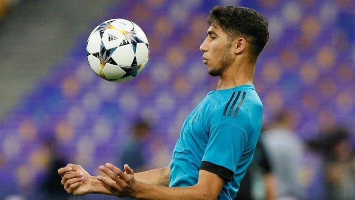 Bek muda Real Madrid Achraf Hakimi kabarnya jadi incaran Napoli (Foto: Gleb Garanich/Reuters)