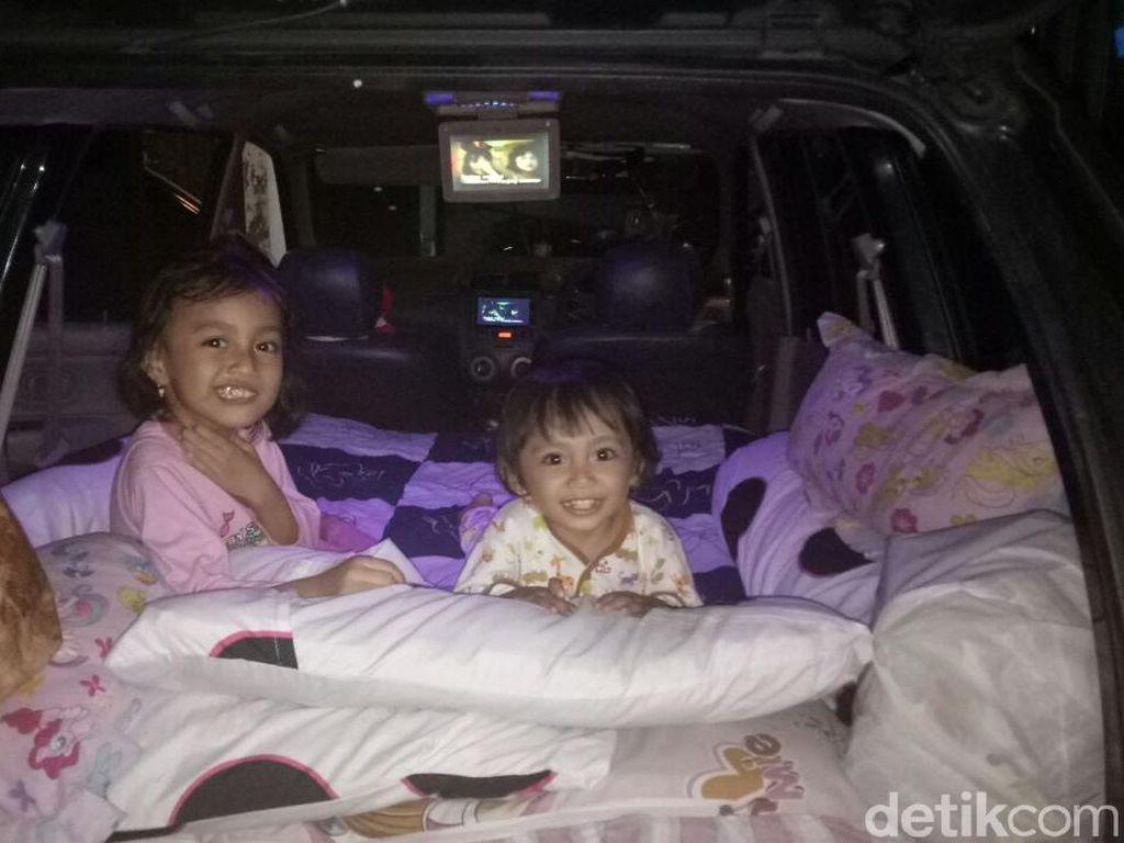 Mudik ke Solo 15 Jam, Sujarwo Sulap Mobilnya Jadi Kamar