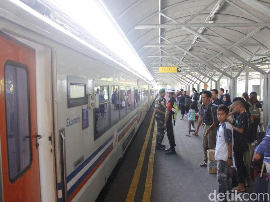 Puncak Arus Mudik Terlewati, Jumlah Penumpang KA di Surabaya Turun