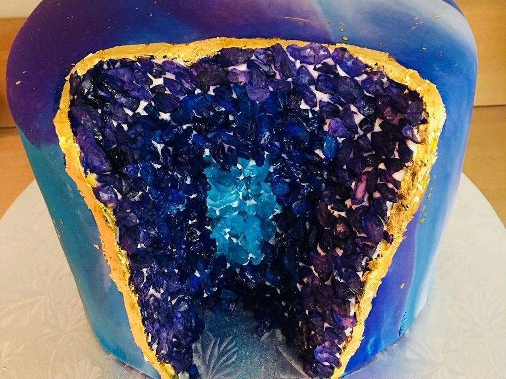 Ini Geode Cake, Cake Kristal yang Jadi Tren di Instagram