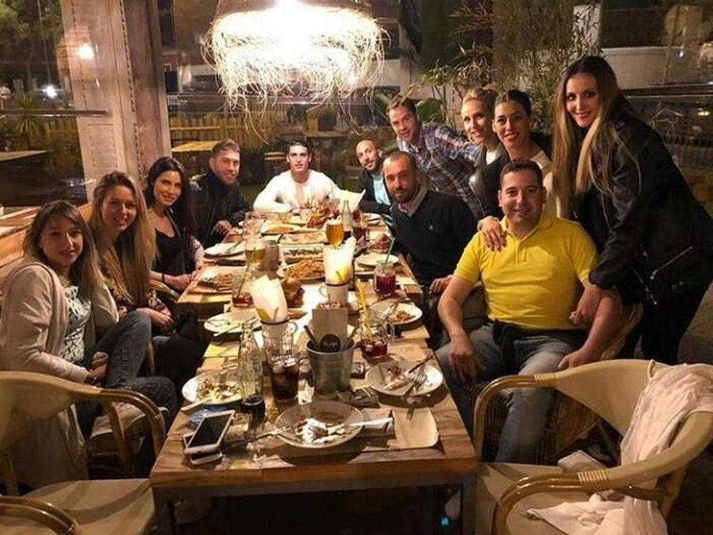 Serunya Mengintip 9 Gaya Makan Pesepakbola Sergio Ramos