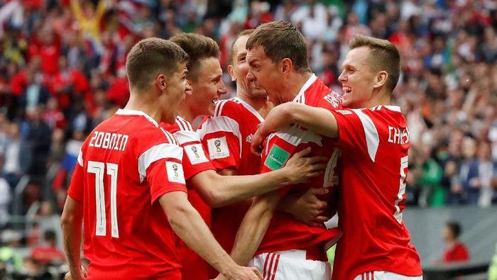 Timnas Rusia menang 5-0 atas Arab Saudi di laga pembuka Piala Dunia 2018. (Foto: Grigory Dukor/Reuters)