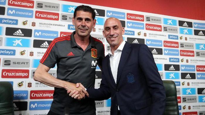 Fernando Hierro ditunjuk sebagai pelatih baru Spanyol, sehari sebelum kick-off Piala Dunia 2018. Penunjukan ini menyusul pemecatan Julen Lopetegui oleh Federasi Sepakbola Spanyol. (RFEF). (Foto: Getty Images)