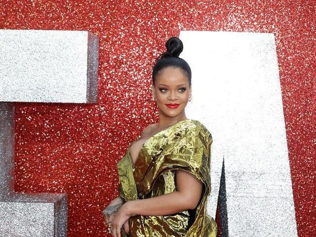 Duh! Aktris Ini Nggak Ngerti Ucapan Rihanna saat Syuting Bareng