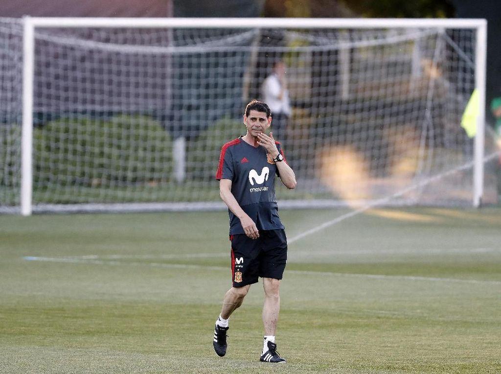 Foto: Lopetegui Out, Hierro Kini Pimpin Latihan Timnas Spanyol