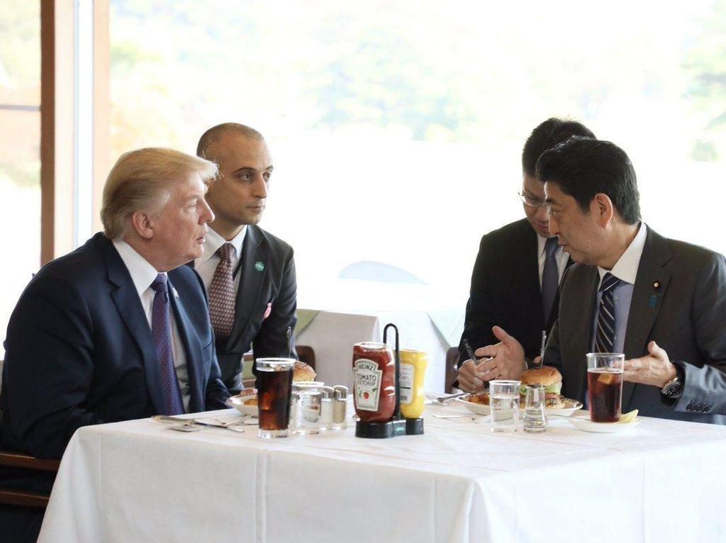 Begini Gaya Donald Trump Saat Makan Es Krim  hingga Steak