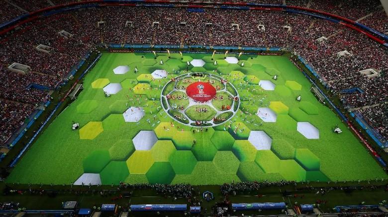 Robbie Williams dan Aida Garifullina Curi Perhatian di Pembukaan Piala Dunia 2018