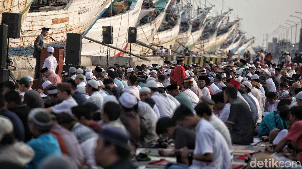 Suasana Salat Id di Pelabuhan Sunda Kelapa