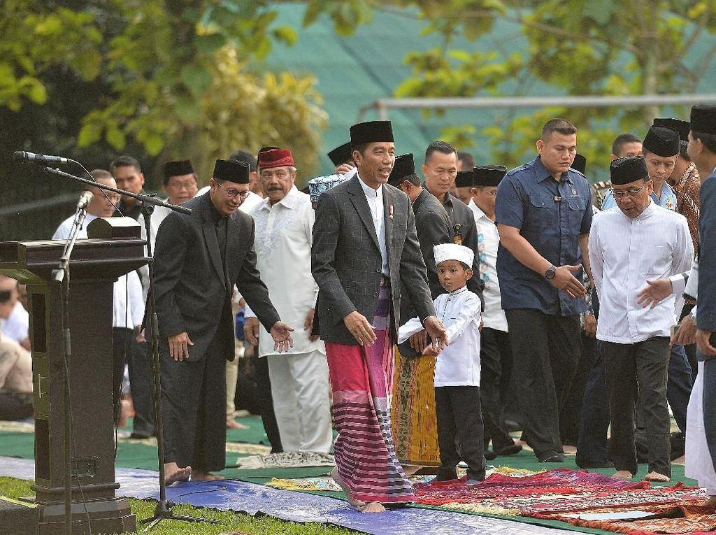 Melihat Lagi Momen Lebaran Para Tokoh: Jokowi hingga Prabowo
