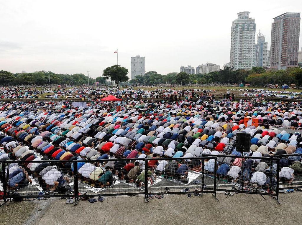 Foto: Menengok Khidmatnya Salat Idul Fitri di Manila Filipina