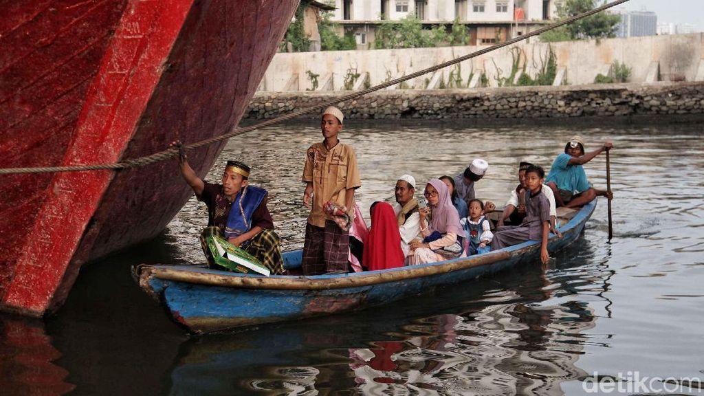 Perjuangan Warga Sunda Kelapa Datangi Lokasi Salat Id