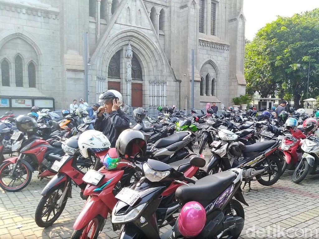 Toleransi di Halaman Gereja Katedral
