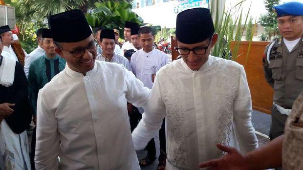 Gubernur DKI Anies Baswedan dan eks Wagub DKI Sandiaga Uno, di Balai Kota DKI Jakarta, Jumat (15/6).