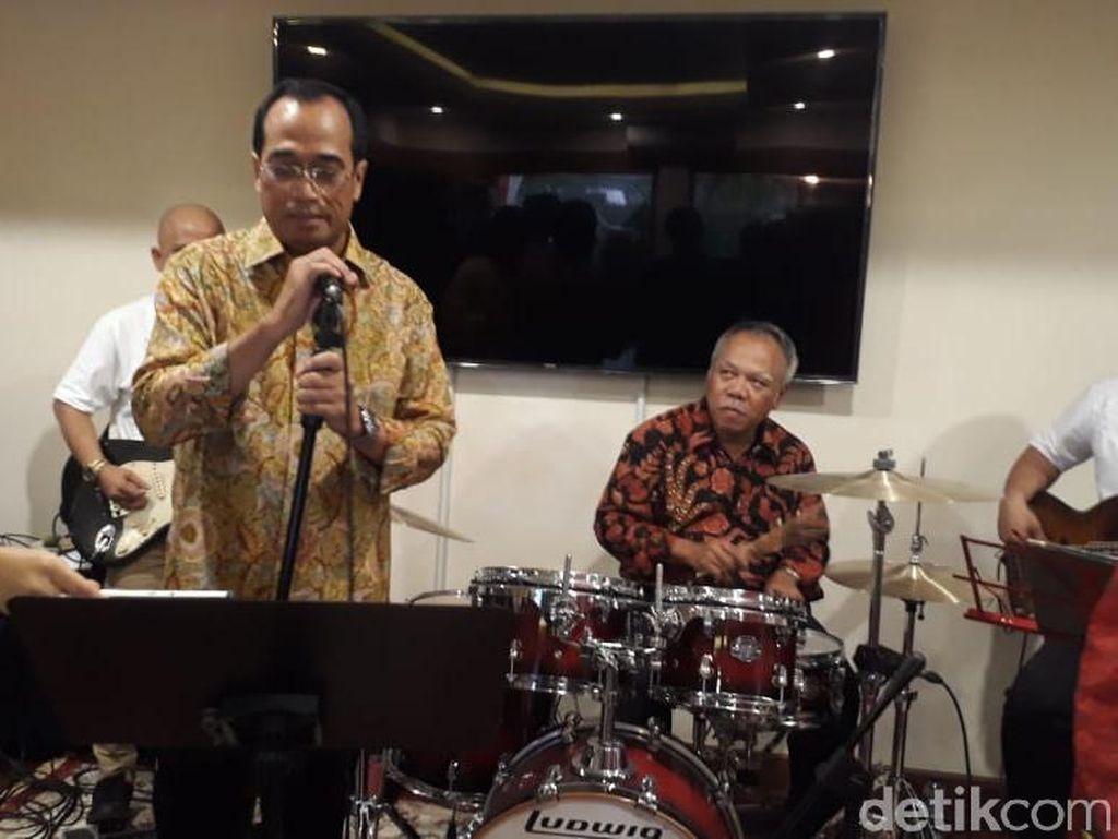 Gelar Open House, Menhub Main Band Bareng Menteri PUPR