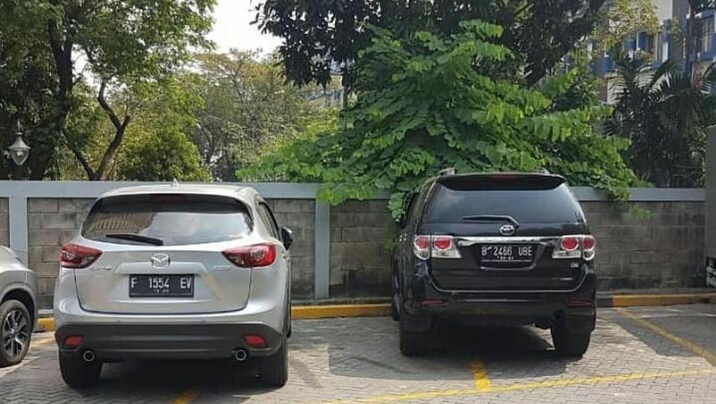 Duh, Menyebalkan! Ini Nih Mobil-mobil yang Bikin Parkiran Sempit