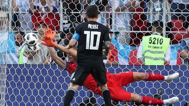 Hannes Halldorsson, Si Sutradara Iklan yang Gagalkan Penalti Messi