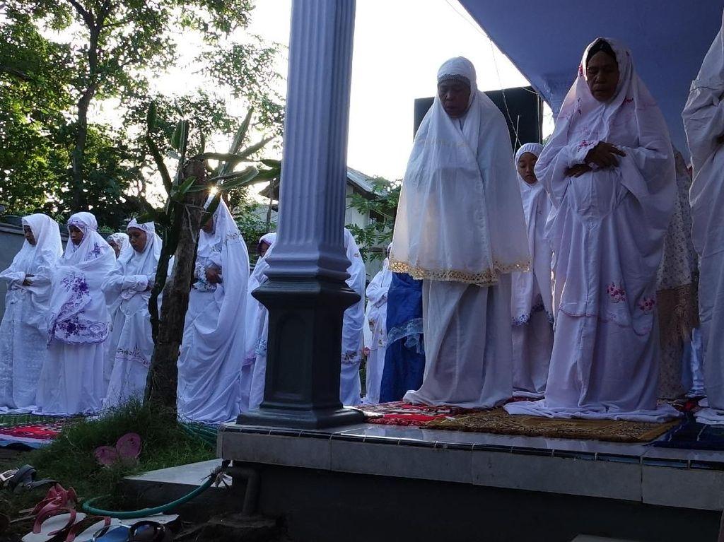 Jemaah Aboge di Probolinggo Salat Idul Fitri Hari Ini