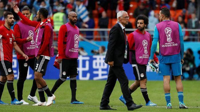 Hector Cuper dan Mohamed Salah. (Foto: Damir Sagolj/Reuters)