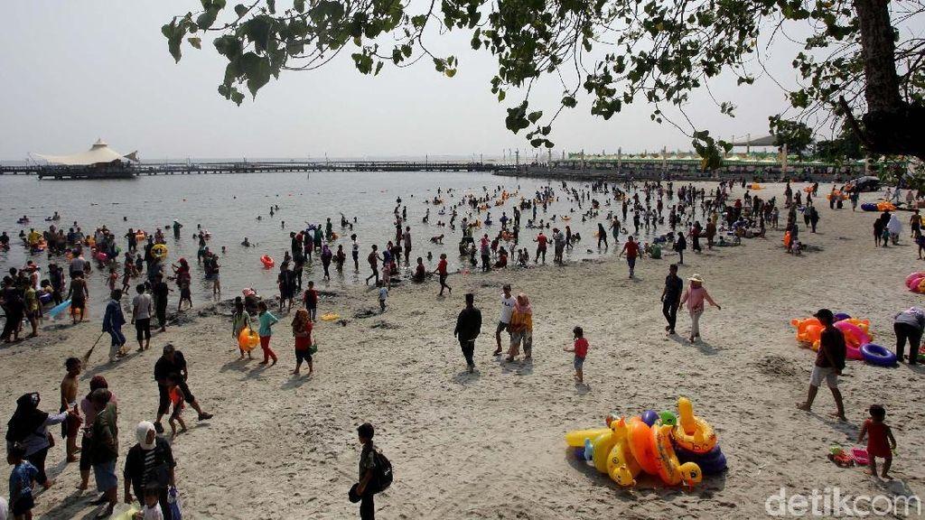 H+1 Lebaran, Pengunjung Banjiri Pantai Ancol