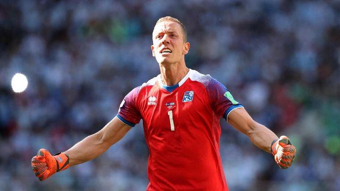 Ekspresi Hannes Halldorsson saat Islandia bisa menyamakan kedudukan atas Argentina di pertandingan pembuka Grup D Piala Dunia 2018. (Foto: Albert Gea/Reuters)
