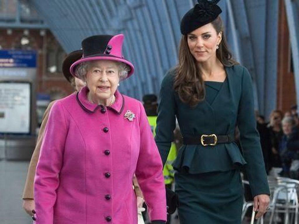 Ratu Elizabeth Selalu Pakai 2 Produk Makeup Ini