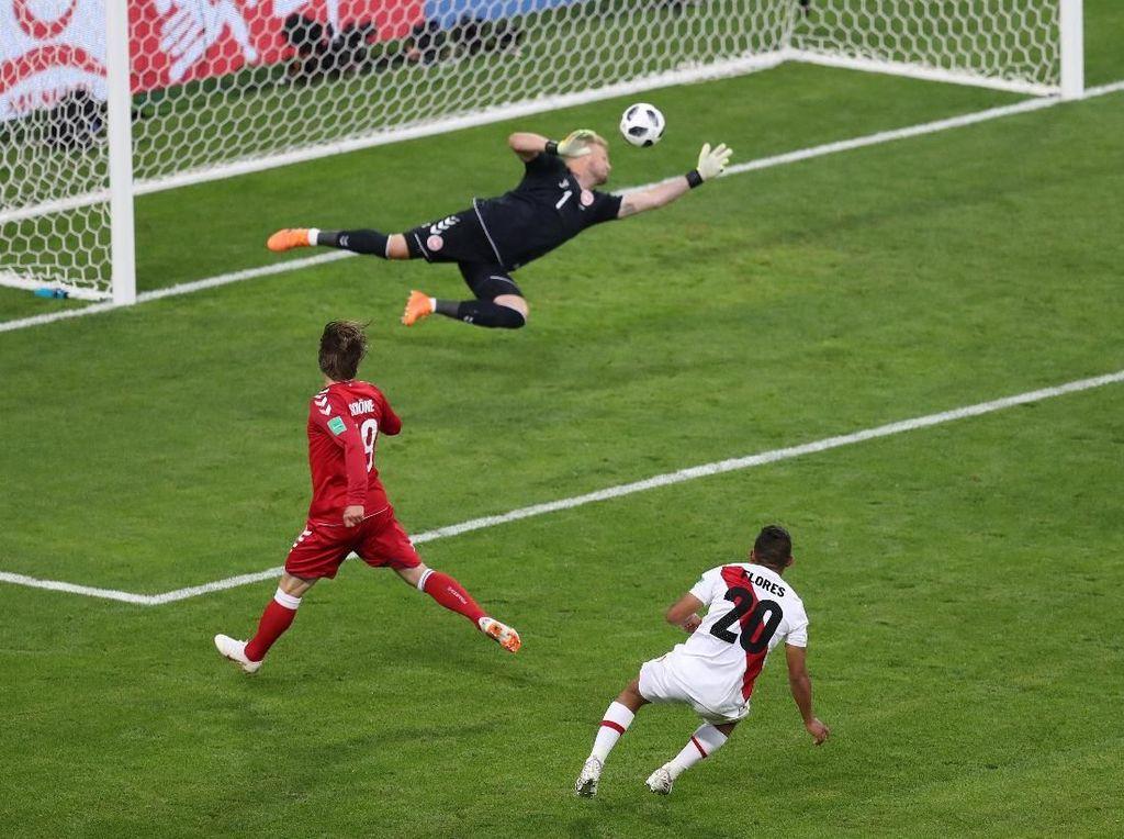 Schmeichel Gemilang, Denmark Kalahkan Peru 1-0