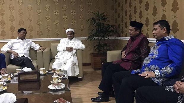 Pertemuan Wiranto dengan Rizieq Shihab, beberapa waktu lalu.