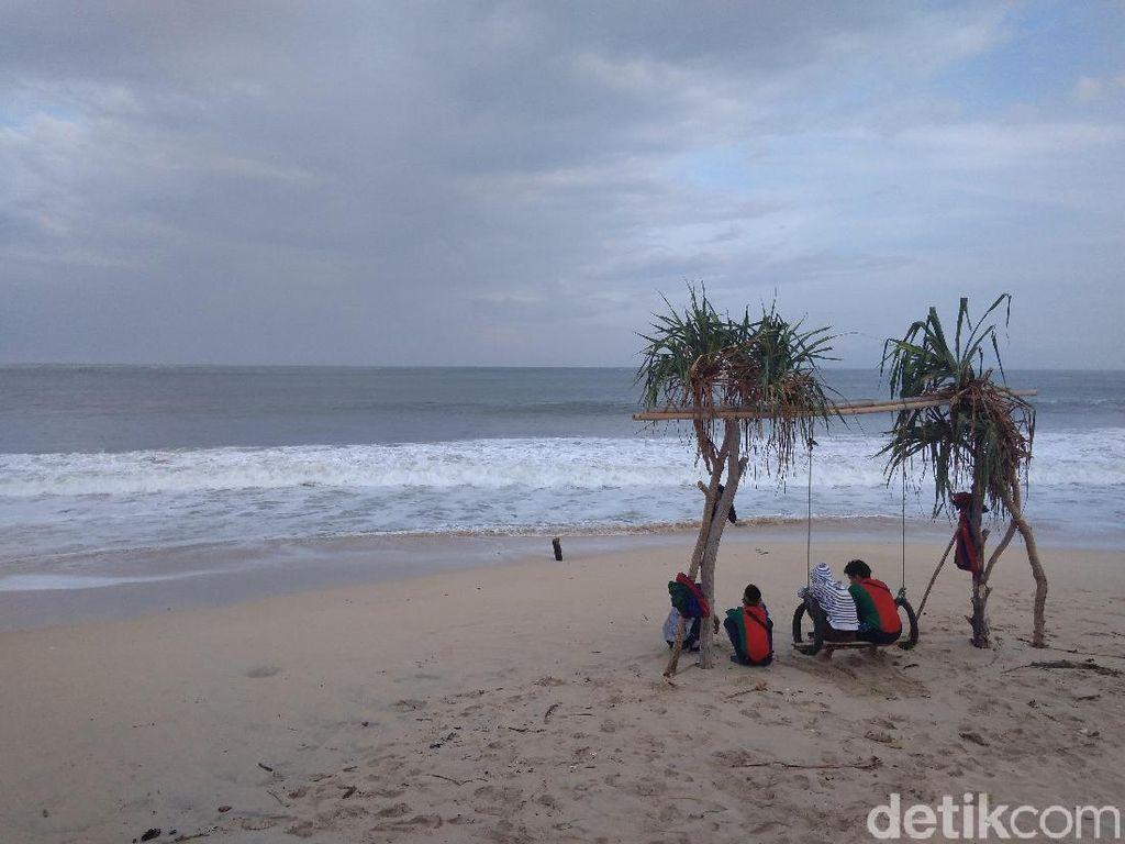 Pantai Santolo Garut Jadi Magnet Wisatawan Selama Libur Lebaran