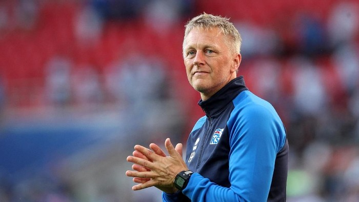 Pelatih Islandia Heimir Hallgrimsson ternyata seorang dokter gigi. Foto: Albert Gea/Reuters