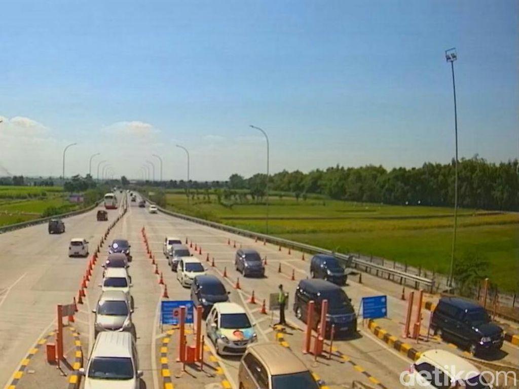 H+3 Lebaran, Arus Balik di Tol Jombang-Mojokerto 1.200 Kendaraan/Jam