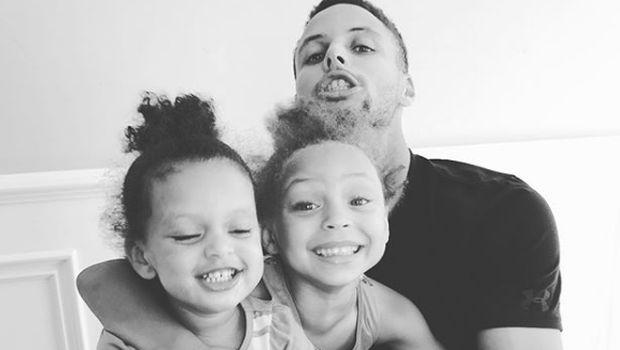 Keseruan Stephen Curry 'Carpool Karaoke' Bareng Dua Putrinya
