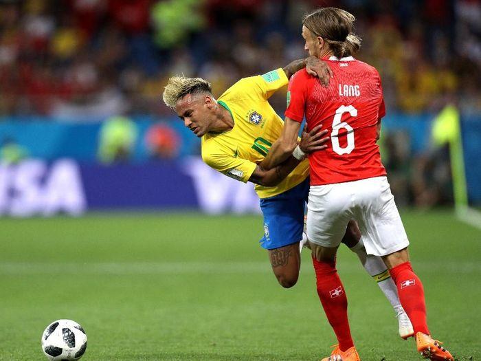 Laga antara Brasil vs Swiss di Grup E Piala Dunia 2018 menjadi pertandingan pertama Neymar di ajang resmi setelah mengalamai cedera metatarsal pada Februari lalu. Ini sekaligus untuk pertama kalinya bintang Brasil tersebut main penuh sejak periode yang sama. (Foto: Buda Mendes/Getty Images)