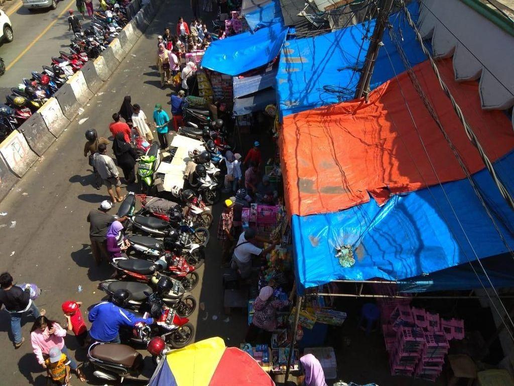 Libur Lebaran, Pasar Gembrong Diserbu Pemburu Mainan