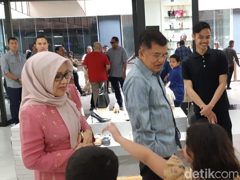 JK Ajak Istri, Anak, dan Cucunya ke Mal di Makassar