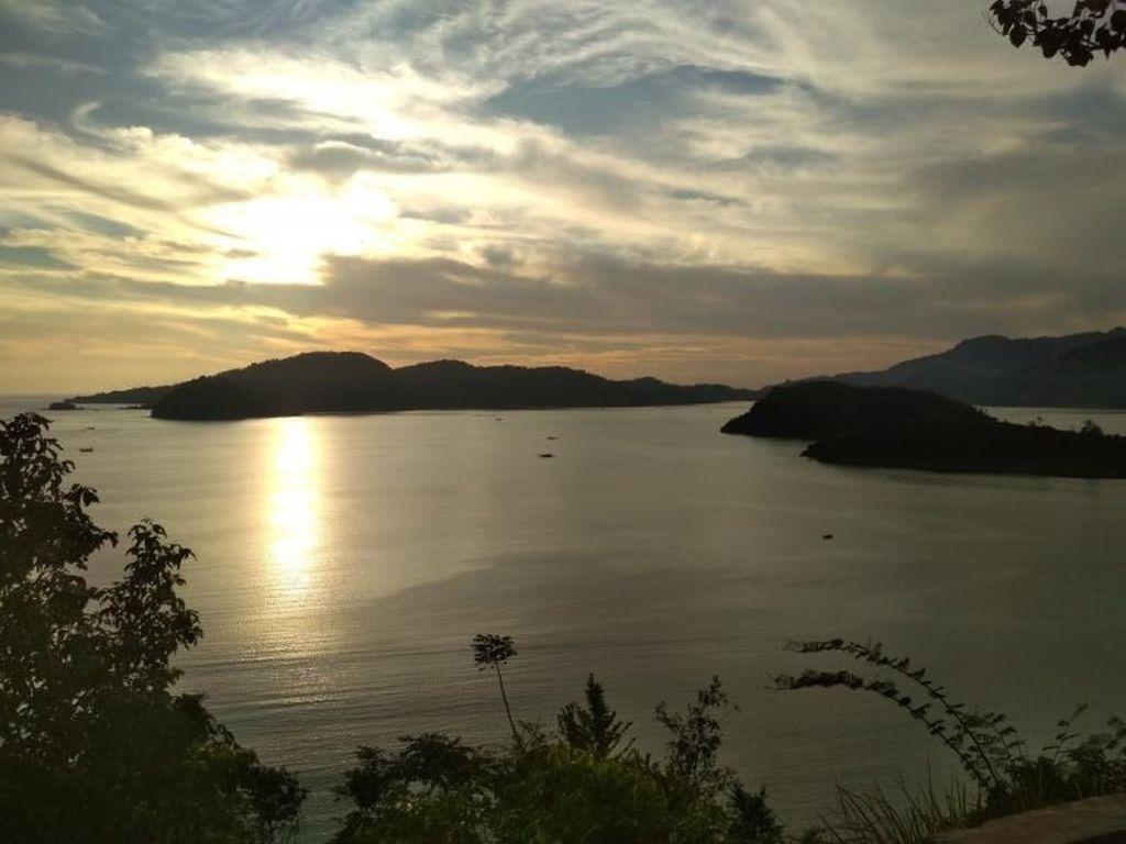 Nikmati Libur Lebaran Sambil Melihat Sunset di Puncak Mandeh