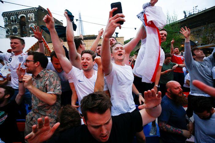 Inggris menang 2-1 dalam laga itu. REUTERS/Henry Nicholls.
