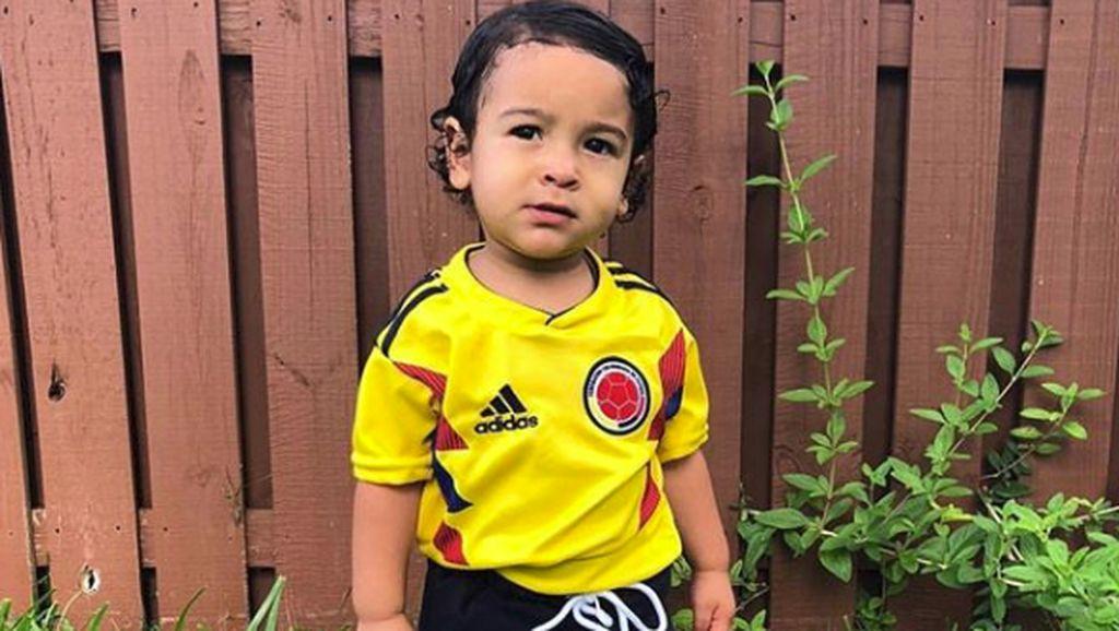 Gemasnya Anak-anak saat Mendukung Tim Sepak Bola Favoritnya