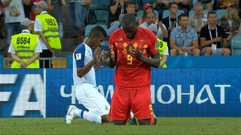 Saat Lukaku Memanjatkan Doa di Kemenangan Belgia