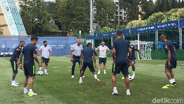 Mengintip Latihan Timnas Brasil, Neymar Tertatih-tatih