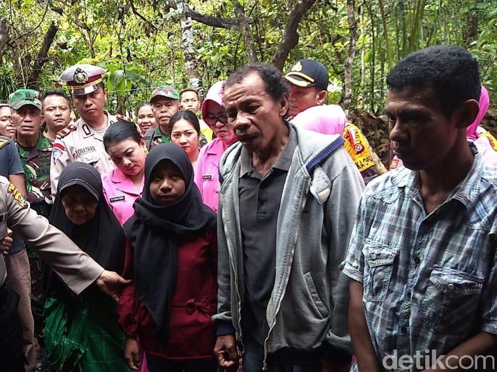 Polisi Santuni Keluarga Korban yang Dimakan Ular Piton