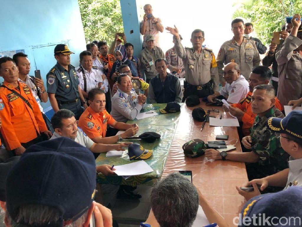Dirjen Hubdar Pantau Pencarian Korban Kapal Tenggelam di Danau Toba
