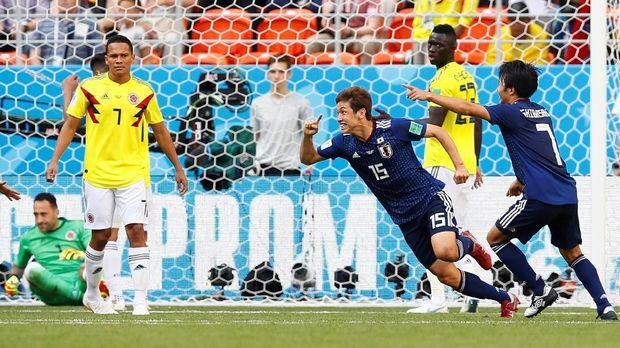 Jepang mengalahkan 10 pemain Kolombia di laga pertama.