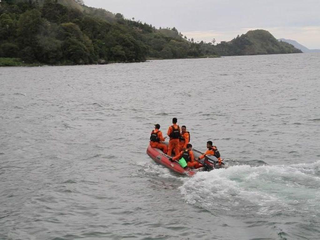 Alat Canggih Digunakan Cari Bangkai KM Sinar Bangun di Danau Toba