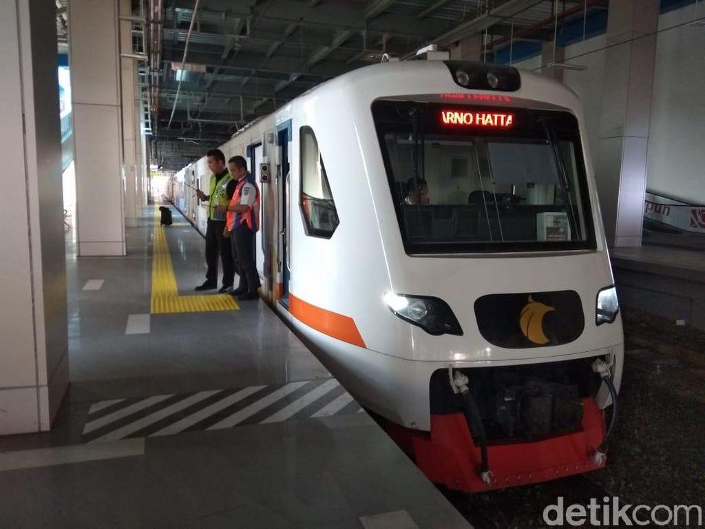Whuss, Kereta Bandara Soetta Meluncur ke Stasiun Bekasi