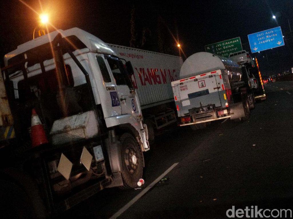 Kemacetan Mengular Arah Masuk Tol Cikampek