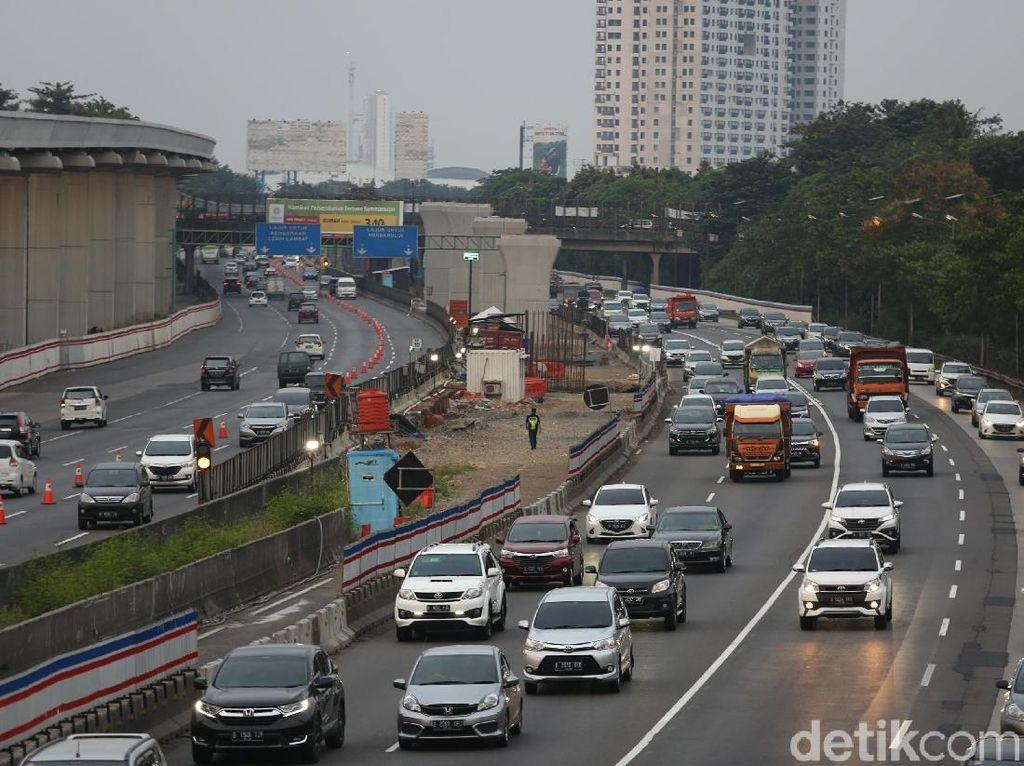 Pagi Ini Jasa Marga Berlakukan Contraflow di KM 29-61 Tol Cikampek