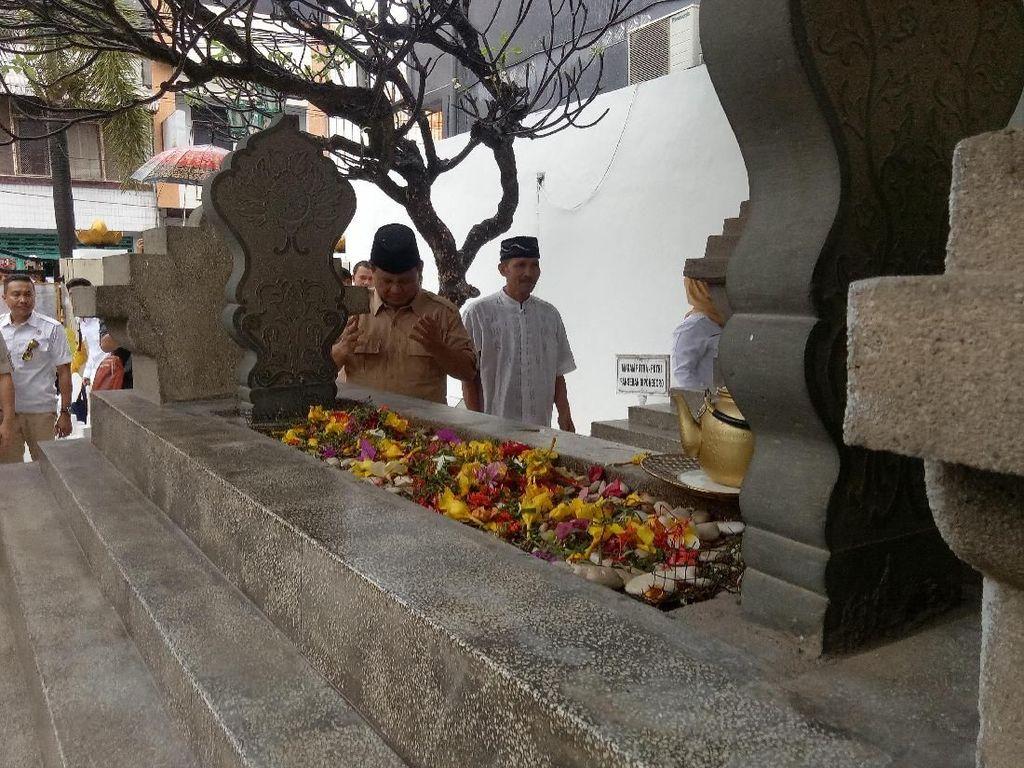 Prabowo Ziarah ke Makam Pangeran Diponegoro di Makassar