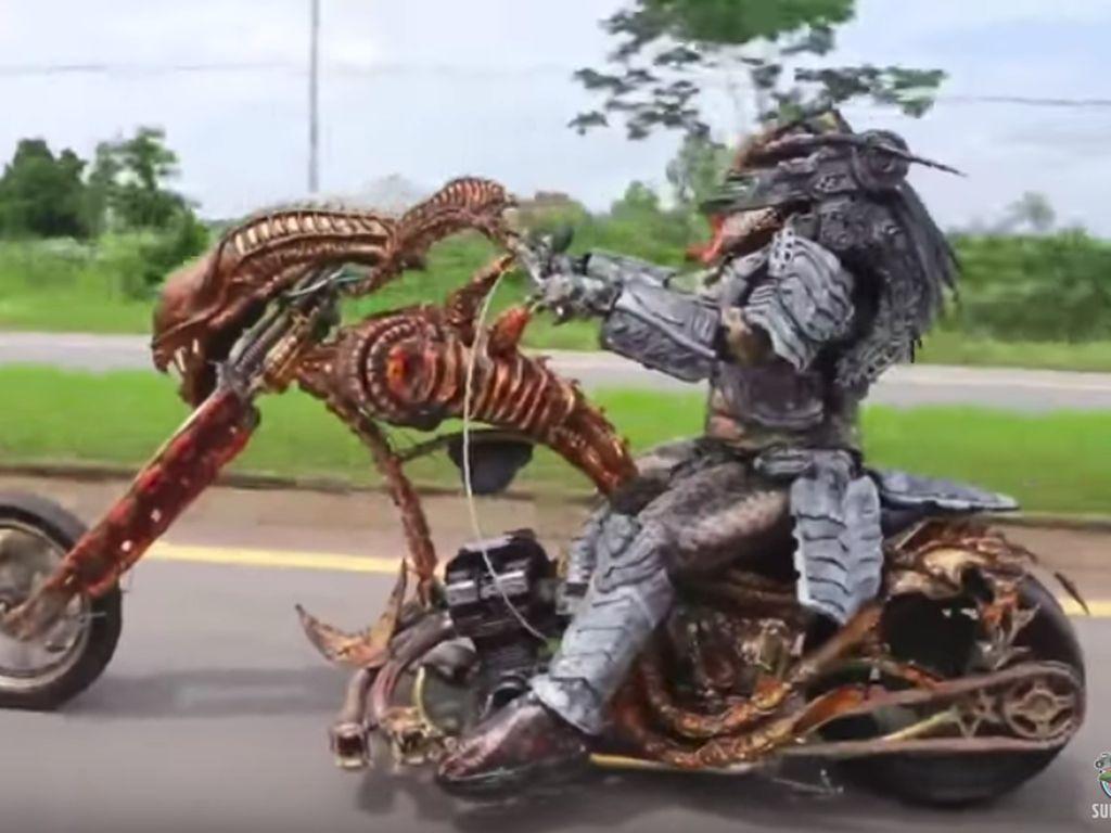 Ngeri, Ada Predator Naik Motor Chopper