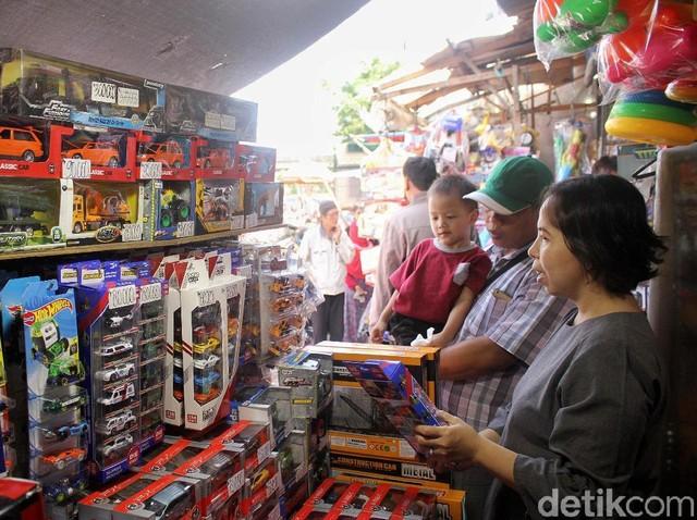 Hari Terakhir Libur Lebaran, Pasar Gembrong Diserbu Pembeli
