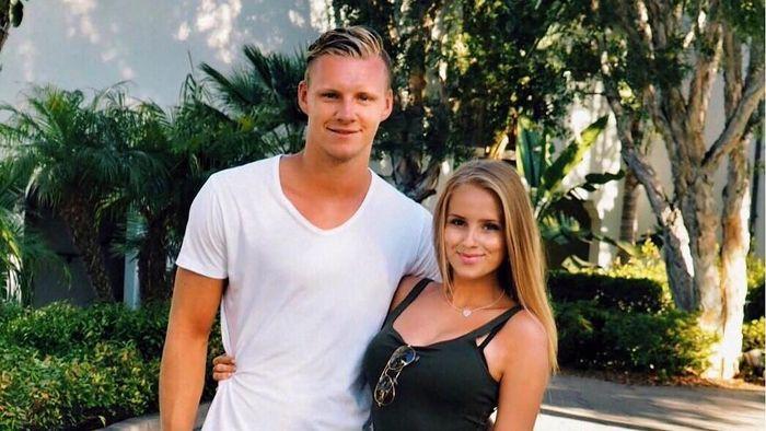Hubungan Sophie Christin dan Bernd Leno diperkirakan sudah berjalan lebih dari dua tahun. Itu dapat dilihat dari unggahan kemesraan Sophie bersama Leno di akun media sosial. (Foto: Instagram @sophiechristin_)